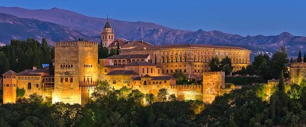 Istana Al-Hamra di Sepanyol meruoakan antara mercu tanda zaman kegemilangan Islam.